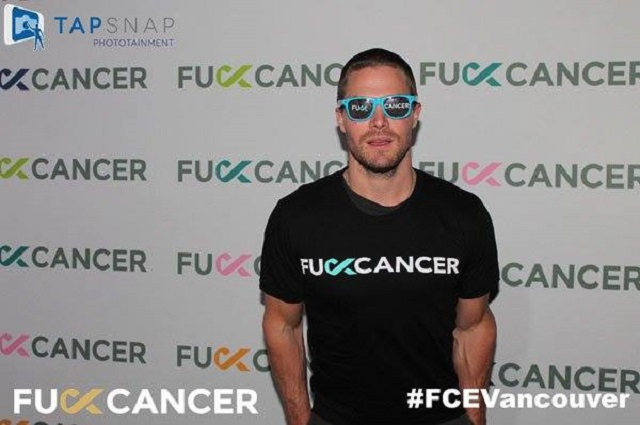 Stephen Amell from Arrow wearing a F**K Cancer shirt